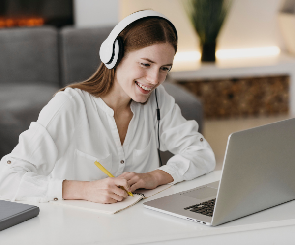 Woman with headphones doing a course on her laptop